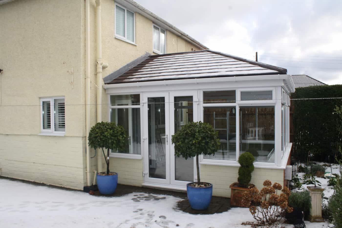 Warmer tiled roof in black
